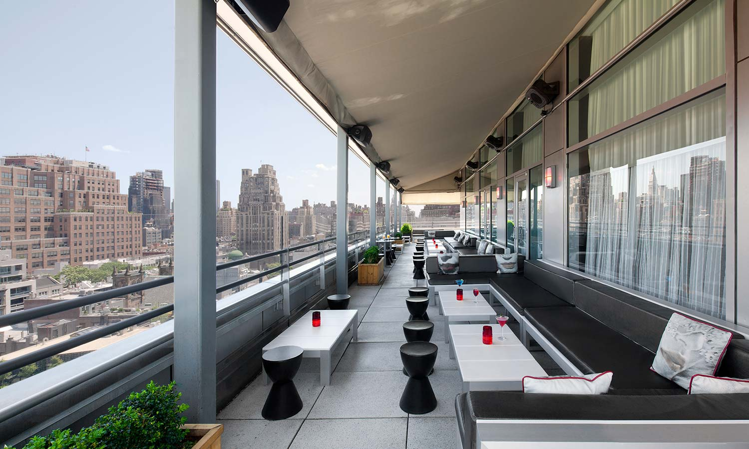 Plunge Rooftop Bar 02
