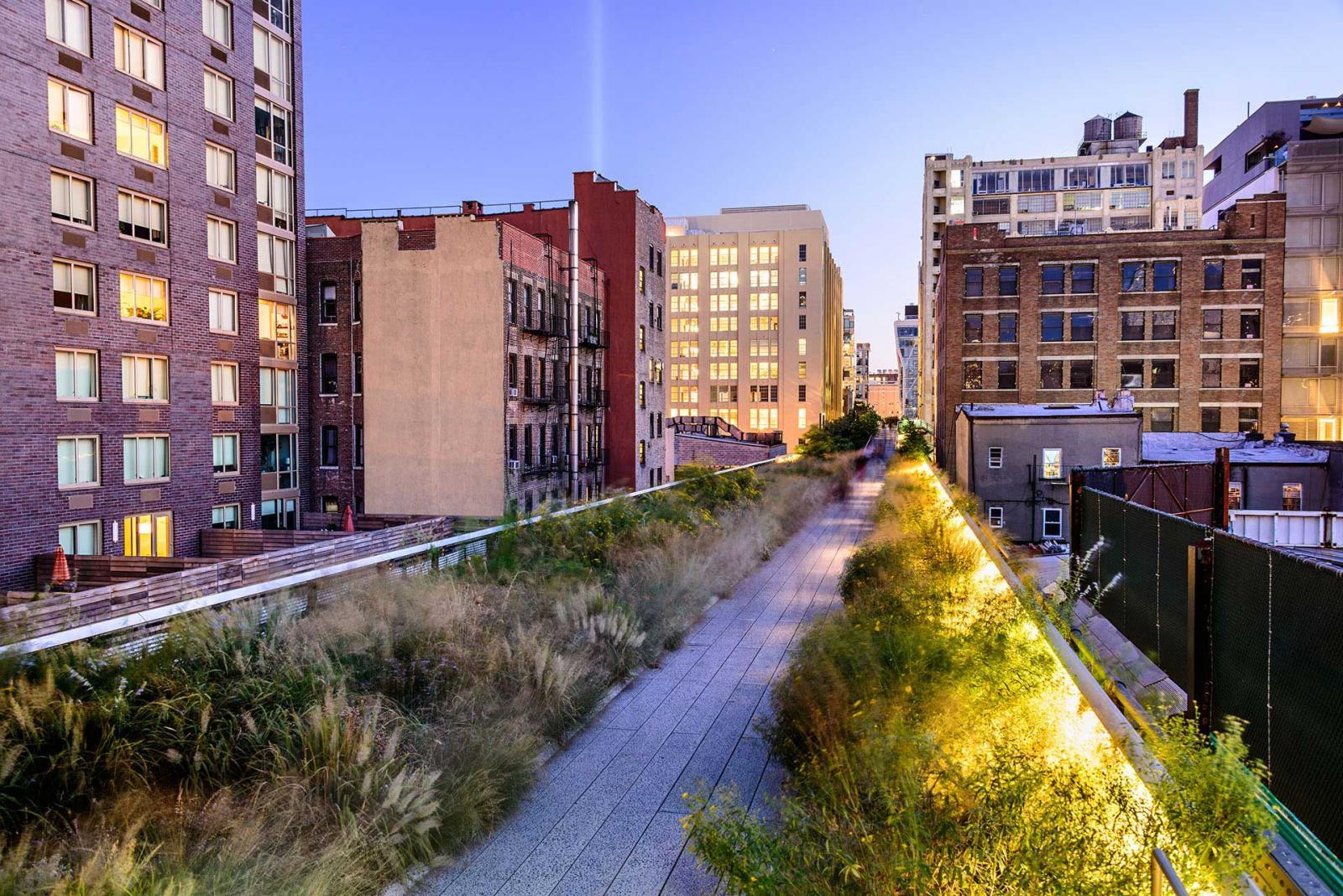 High Line Park New York bei Daemmerung