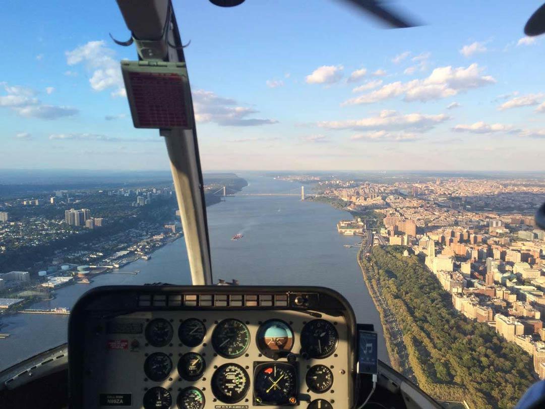 Helikopter-Flug über dem Hudson River New York