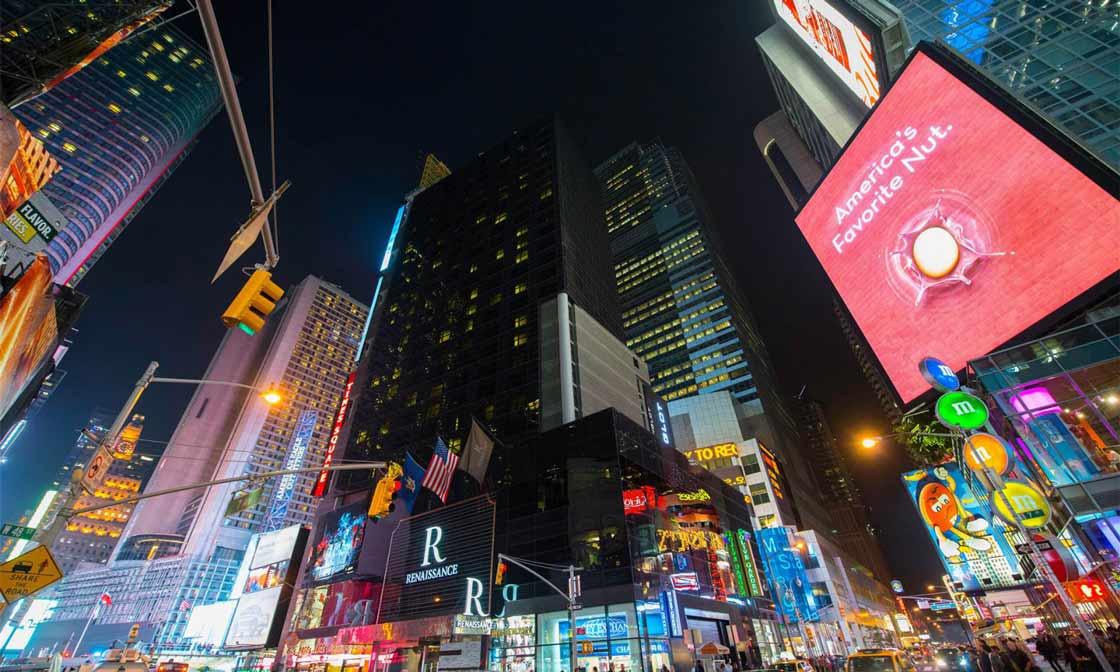 An einem Wochenende in New York unbedingt besuchen: Times Square in New York bei Nacht