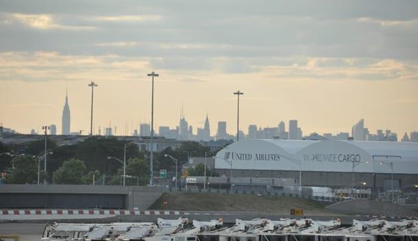 Vista dall'aeroporto JFK verso Manhattan