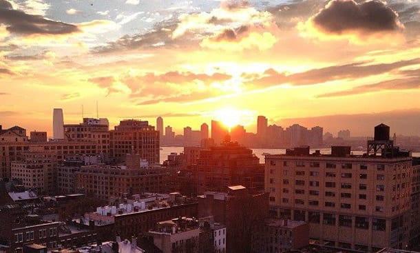 Blick von der Plunge Rooftop-Bar bei Sonnenuntergang