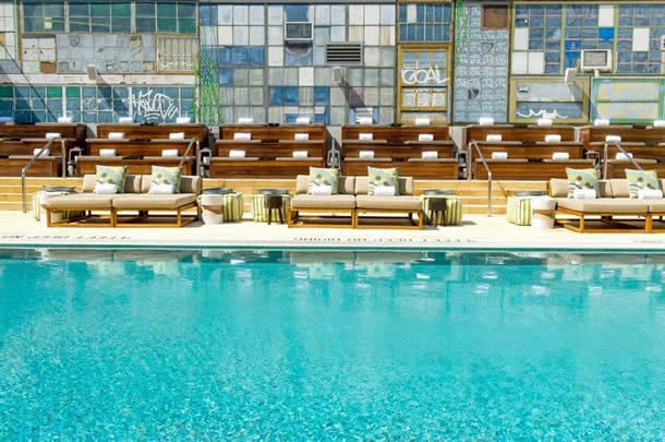 McCarren Hotel & Pool Williamsburg New York Blick auf Pool