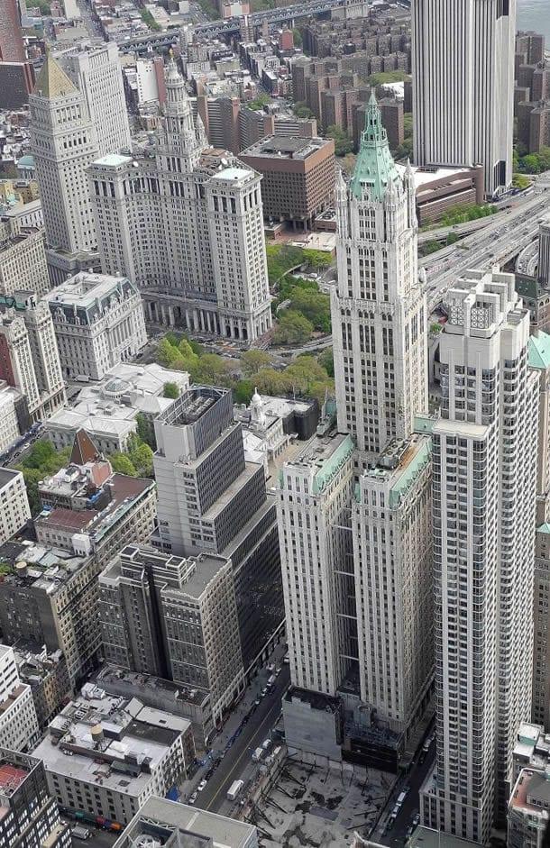 Woolworth Building mit Civic Center im Hintergrund