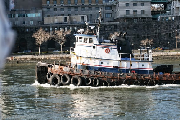 Andreas-Ziemer-New-York-Towboat at East River