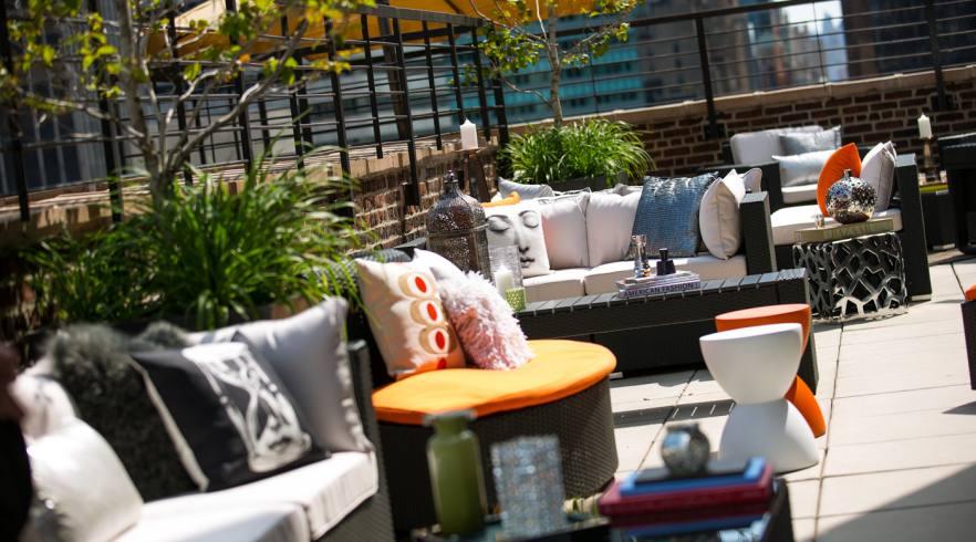 Renaissance New York Hotel 57 Rooftop Bar 03