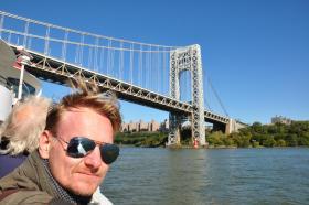 Tino en el un crucero por Nueva York