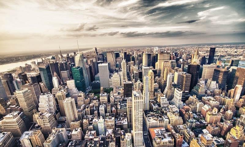 Blick auf die Wolkenkratzer in Midtown New York
