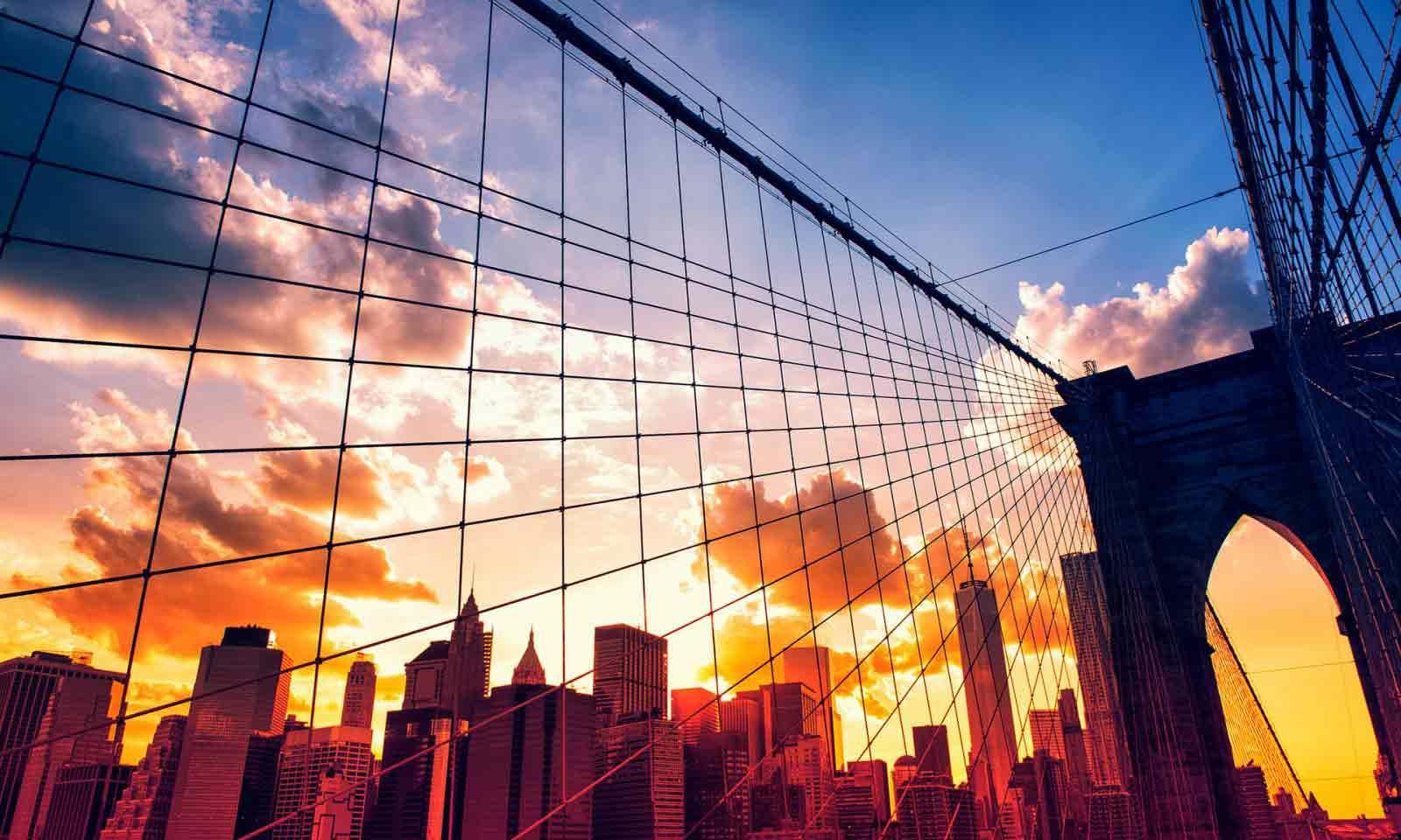 Brooklyn Bridge bei Sonnenuntergang mit Blick auf Manhattan