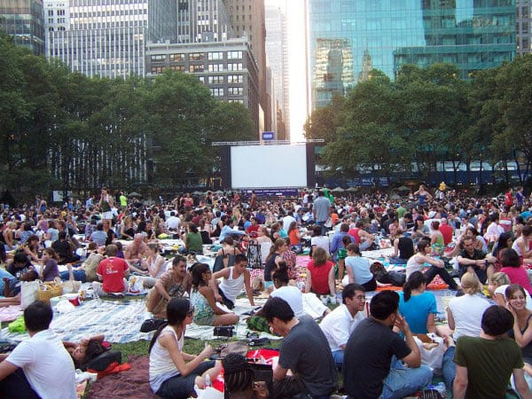 Zuschauermenge im Bryant Park New York