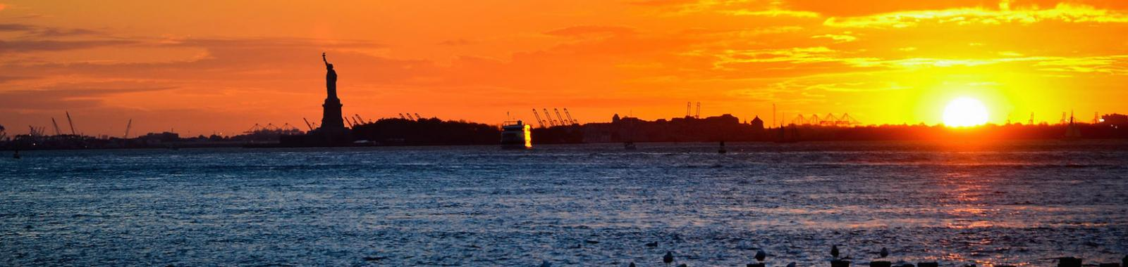 Abendliche Bootsfahrt zur Freiheitsstatue