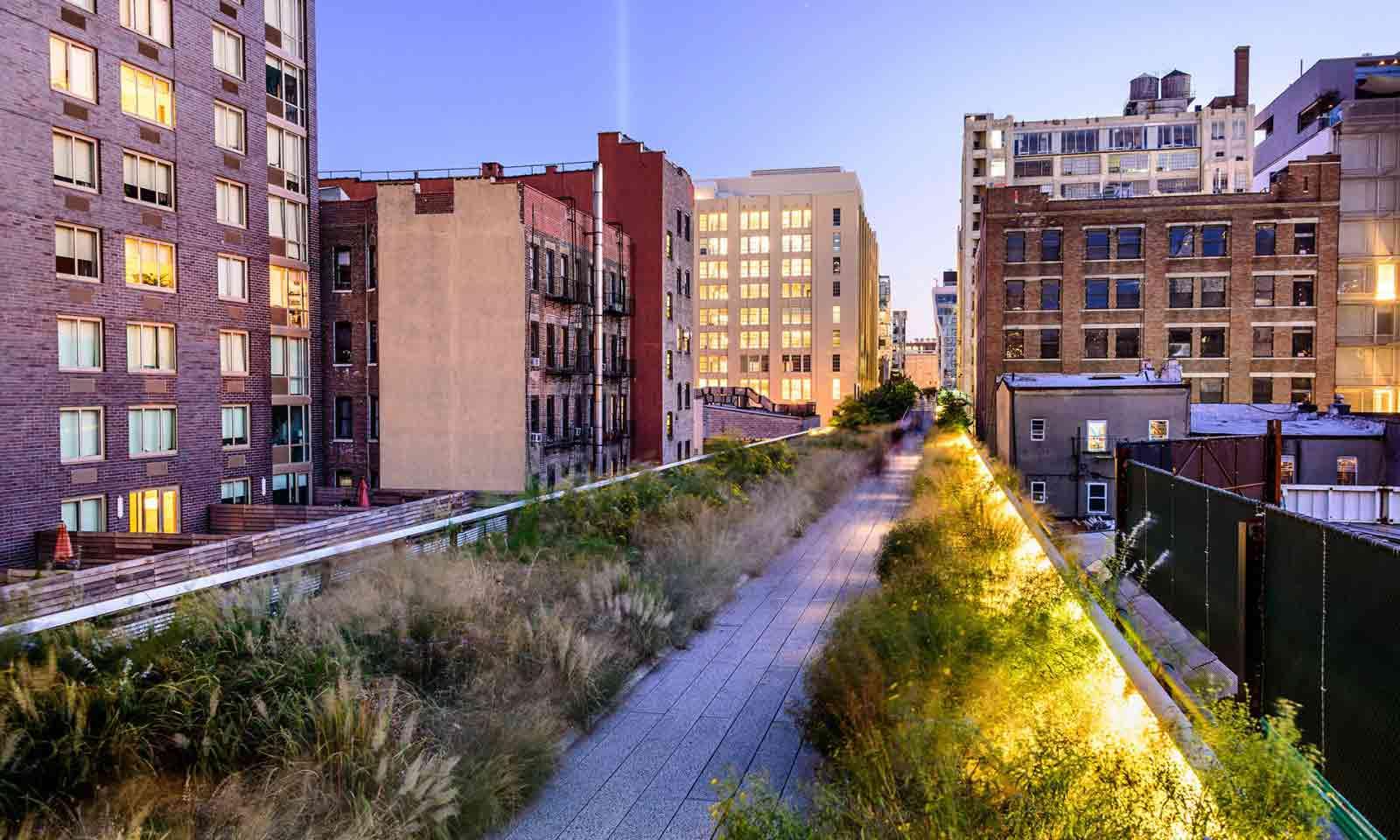 High Line Park in New York Dämmerung