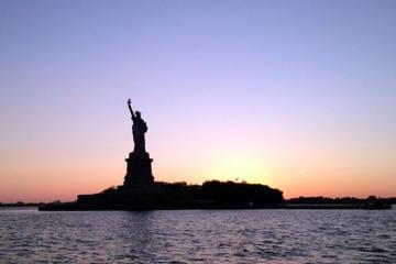 Passeio de barco a noite em Nova York