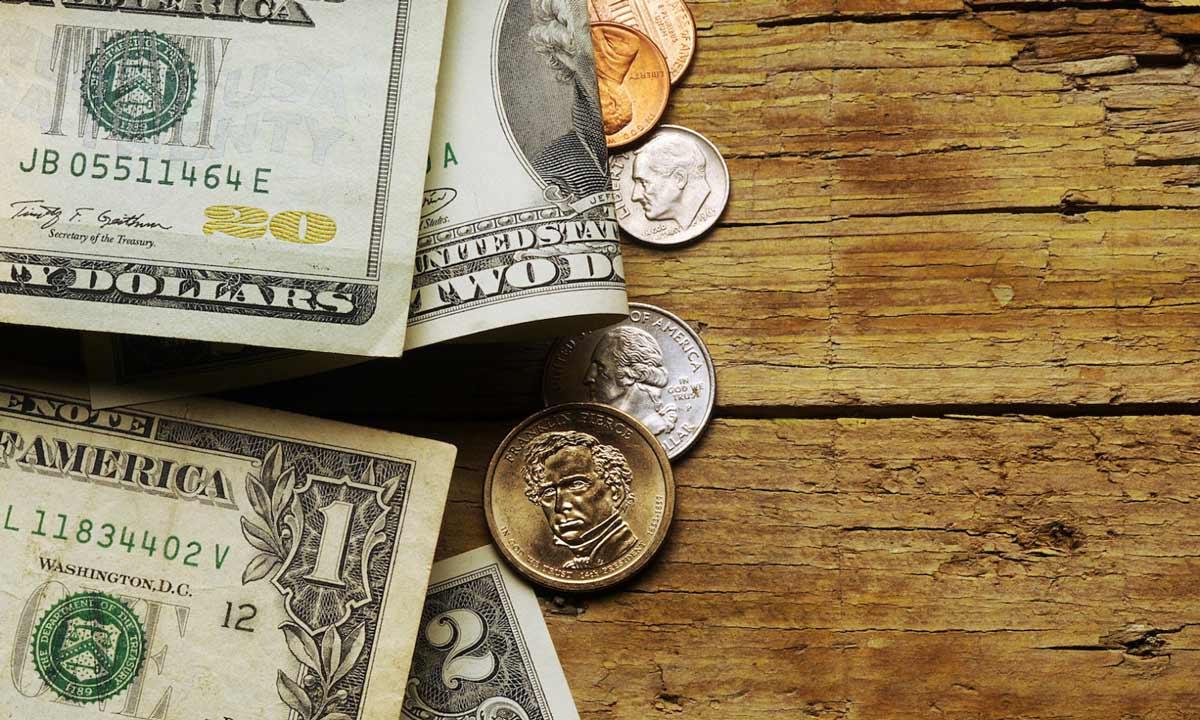 amerikanische dollarscheine und centstuecke