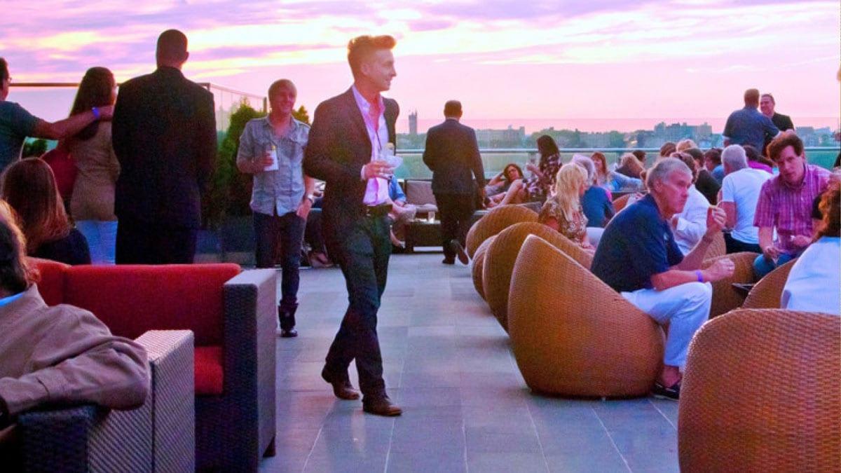new york auswanderer haben eine große auswahl an bar wie die besucher der press lounge