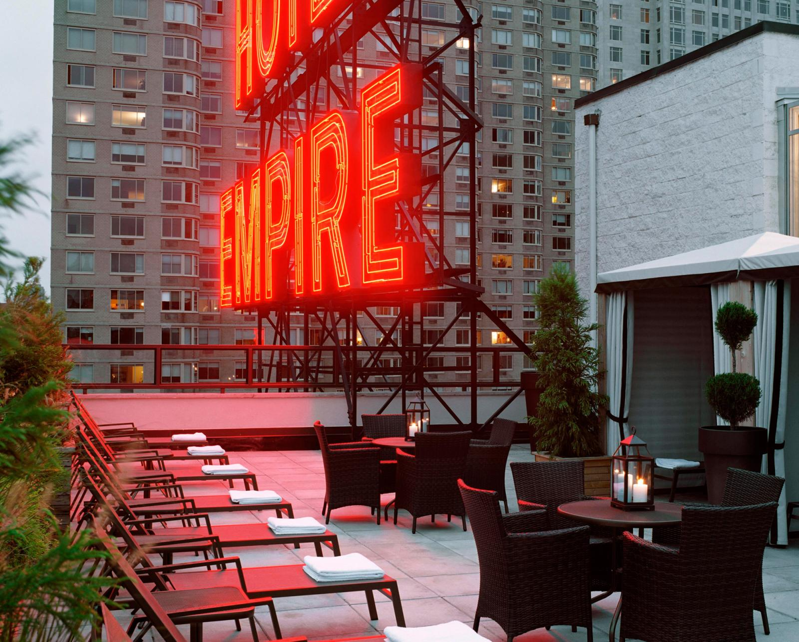 Ein Klassiker: Empire Hotel Rooftop-Bar
