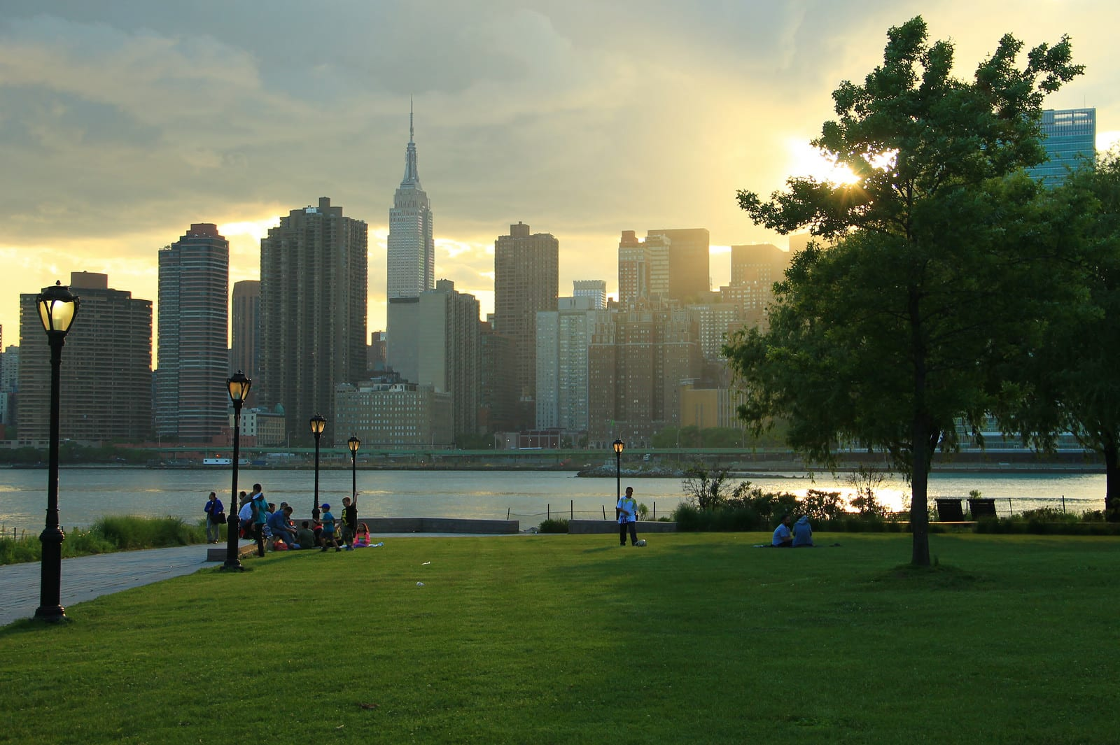 Hunters Point Park by GabrielShore - Sundowner over manhattan