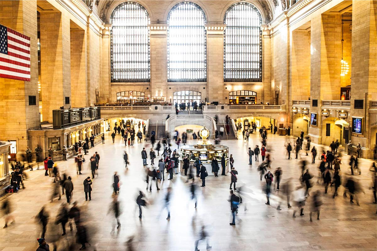 viele passanten in der grand central station new york innen