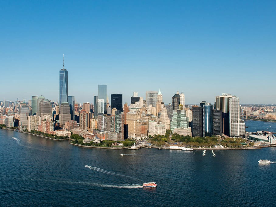 lower manhattan am hudson river new york