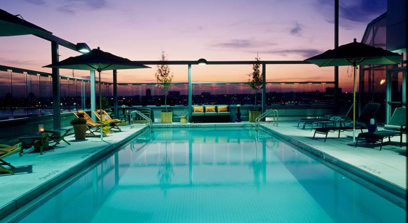 Pool-Bereich im Gaansevort-Hotel New York