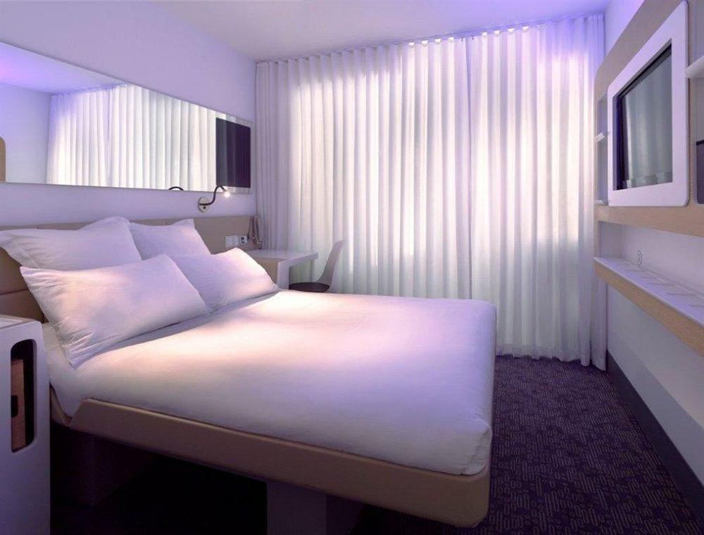 YOTEL-Hotel-New-York-Rooms-06