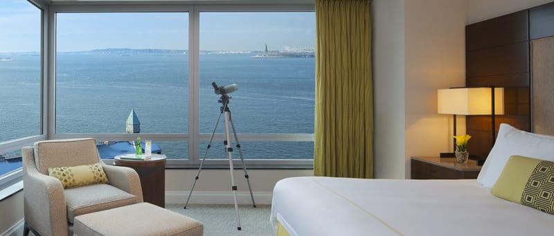 hotelzimmer aus dem ritz calrton hotel in new york