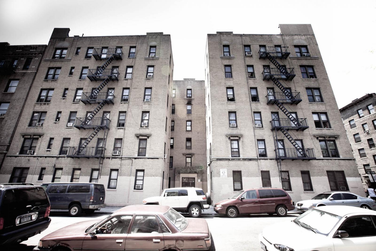 Typische Wohnsituation in der Bronx / Bild: Nate Bolt / Flickr.com