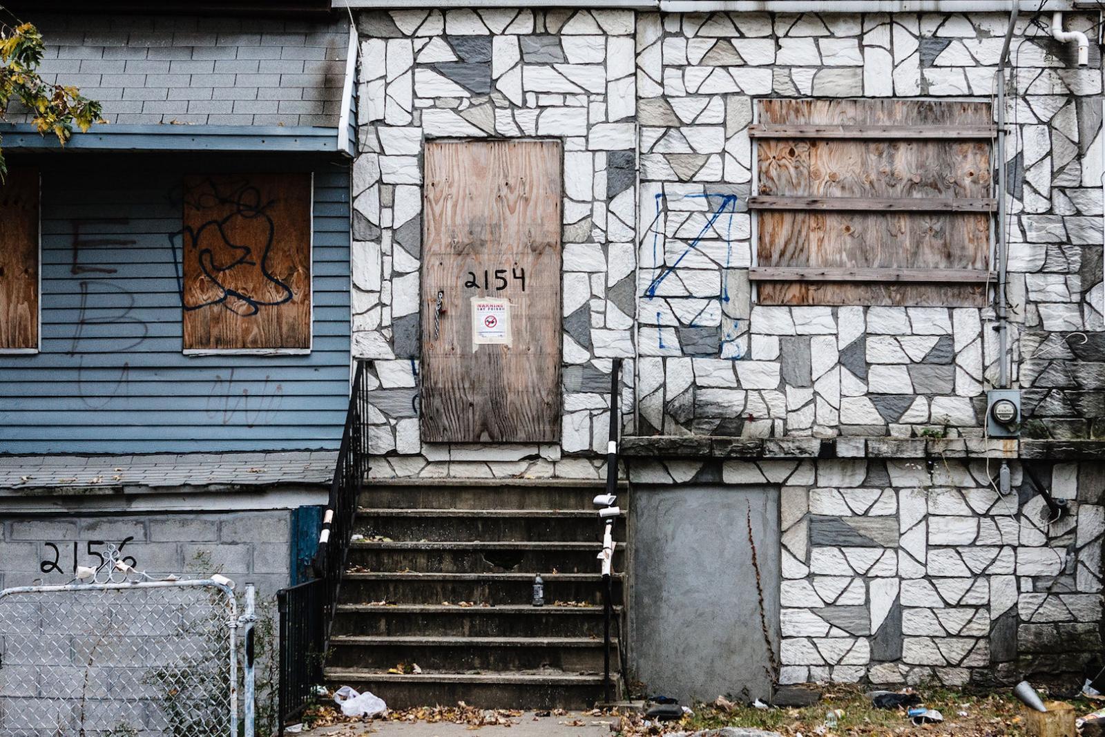 Verlassene Häuser in der Bronx