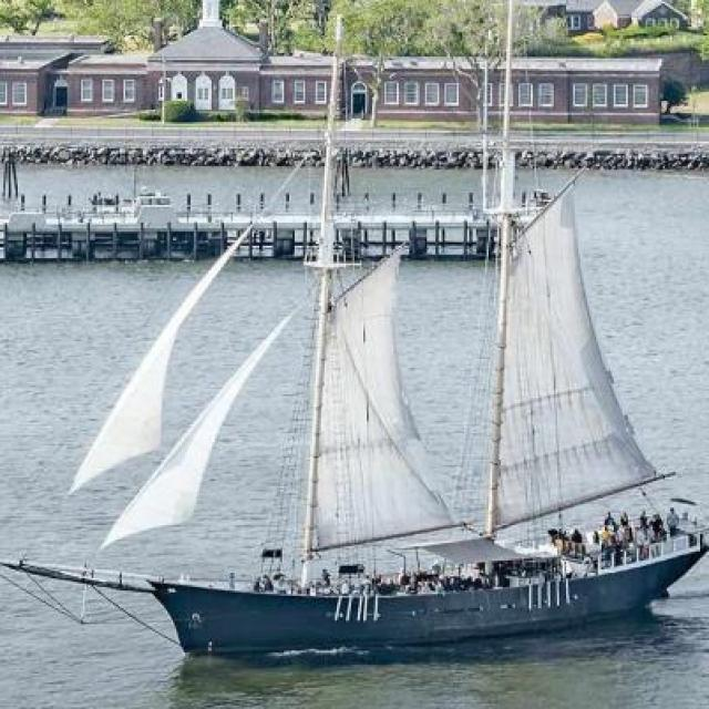 Segelausflug zur Freiheitsstatue: Clipper City im New Yorker Hafen