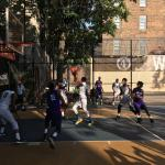 Basketball in den West Fourth Street Courts