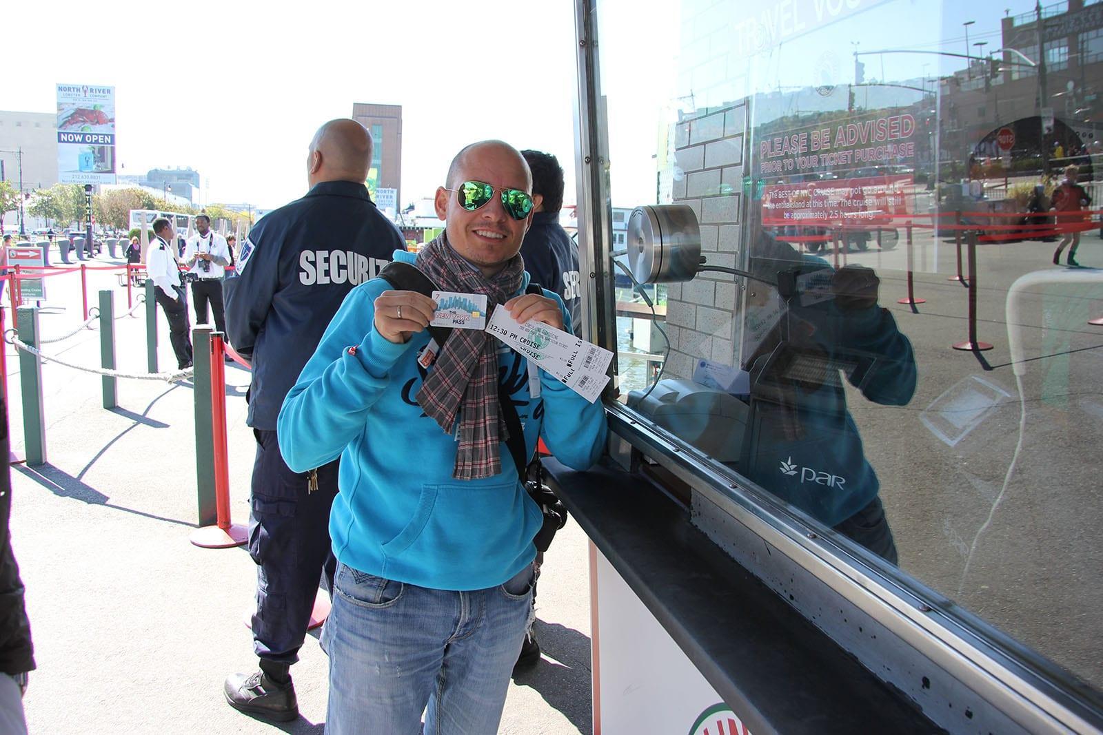 Hier bekomme ich mein Circle Line Ticket am VIP-Schalter. OHNE Wartezeit mit dem New York Pass und CityPASS!