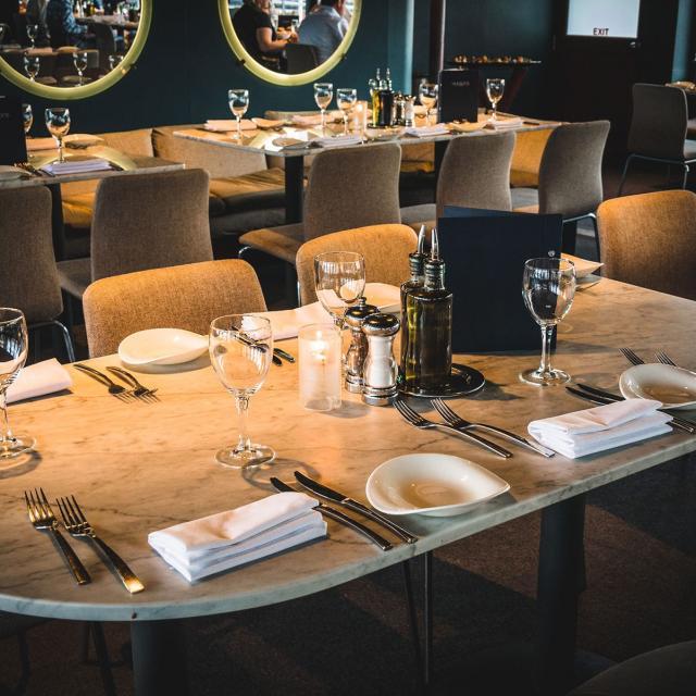 Hudson's by World Yacht: Bootsfahrt mit Abendessen