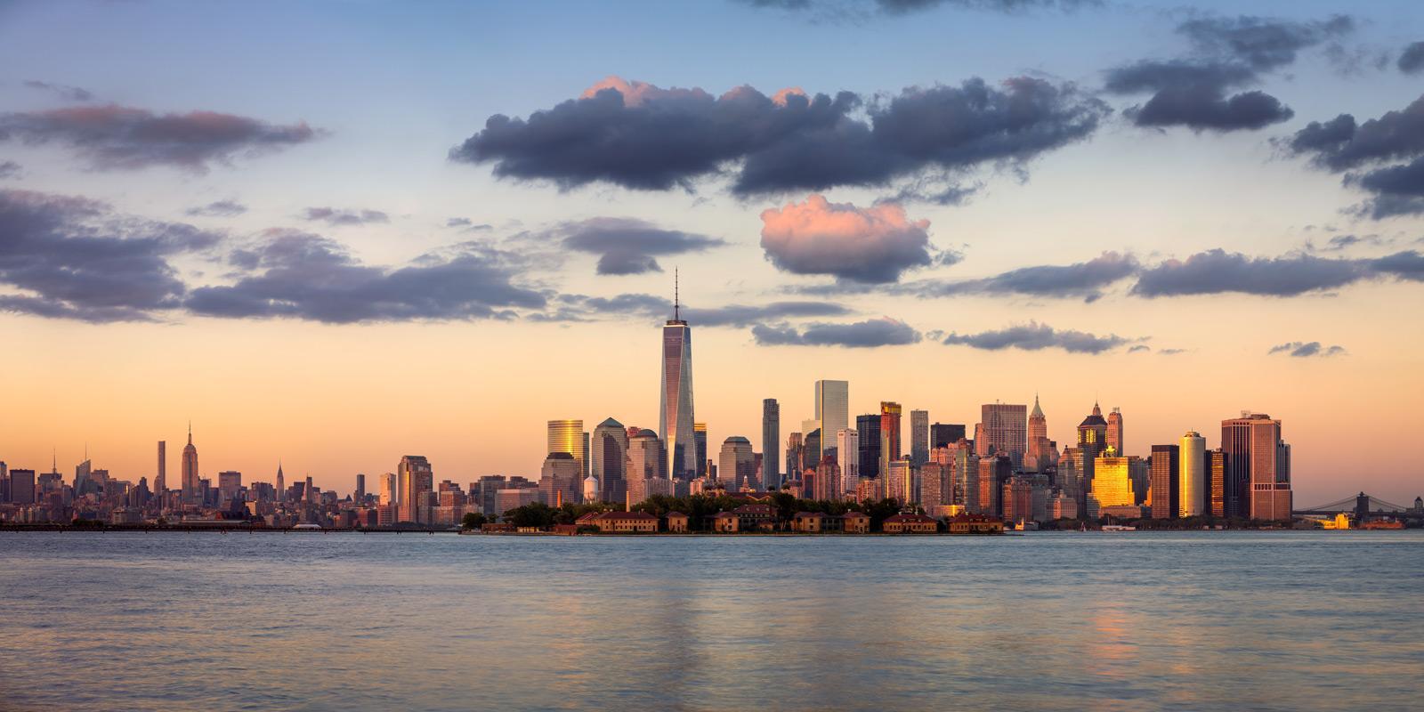 Manhattans Skyline bei Sonnenuntergang