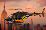 helicóptero sobre manhattan al ponerse del sol